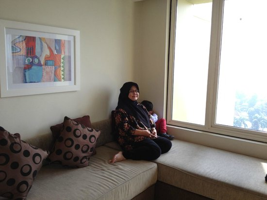 Hotel Aryaduta Bandung: sofabed fit to 2 person bed