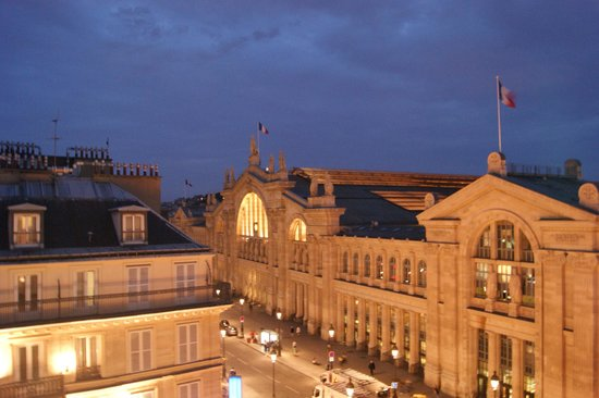 New Hotel Gare du Nord: The view from our window...