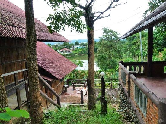 Chomphu Phukha Corner Resort : Outside View