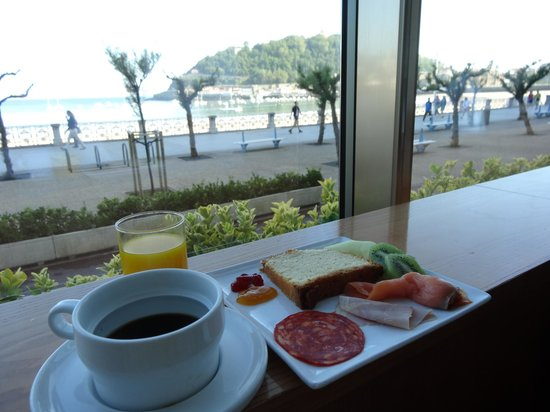 Hotel Niza: breakfast in the hotel