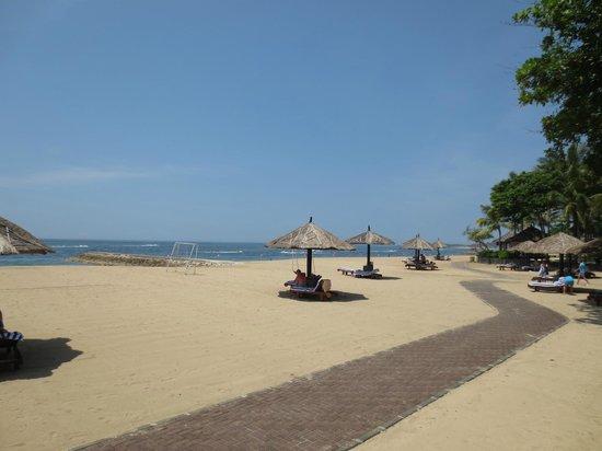 Conrad Bali: beach
