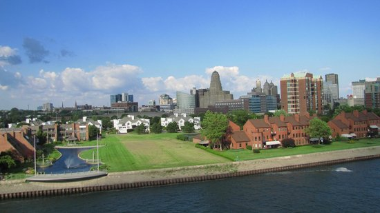 Hostel Buffalo-Niagara: View of downtown Buffalo from observation tower at the Erie Canal Harbor