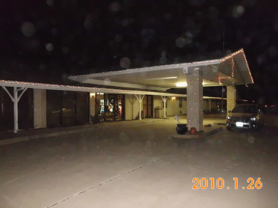 Bluff View Motel at night...