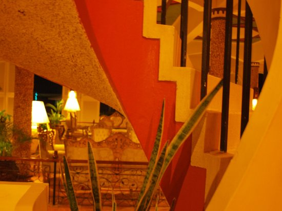 Kunduchi Beach Hotel And Resort : The colors and lighting at night are just amazing