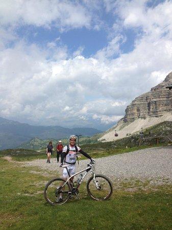 Alpen Hotel Vidi: Claudio (maestro di mtb) vi accompagnerà in fantastici giri in bici