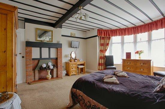 Baron's Court Hotel: Bedroom
