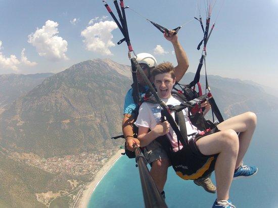 Oludeniz : Teen in mid flight!