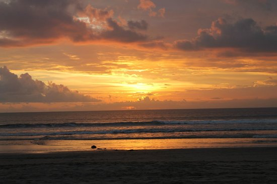 Padma Resort Legian: Beautiful sunset on the beach in front of hotel
