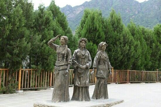 Jiaju Tibetan Village: 甲居三姊妹