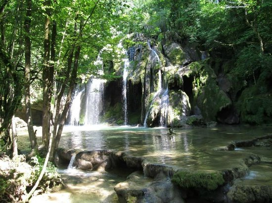Castel Damandre: Waterfalls 500m walk from the hotel