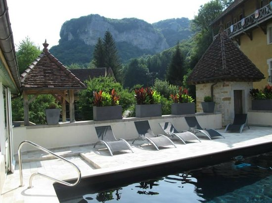 Castel Damandre: View from the pool
