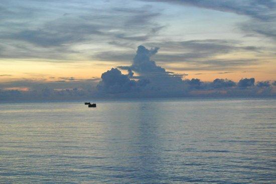 Kelapa Lovina Beach Villas Bar & Resto: Sunrise