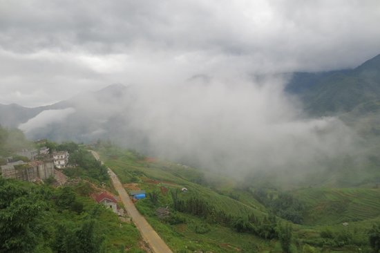 Luong Thuy Family Guesthouse: Cloud Mist a Pleasant Treat each Morning