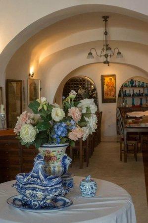 Aigialos Hotel: the reception area