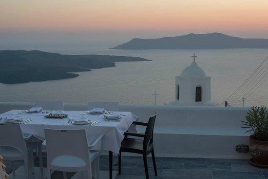 Aigialos Hotel: dinner on our verandah