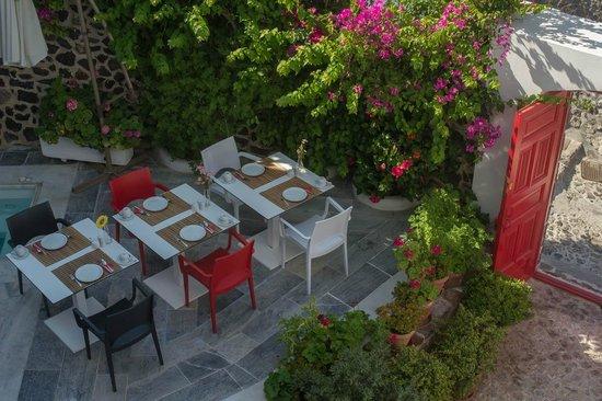 Aigialos Hotel: dining area near pool
