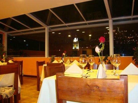 Hotel Boutique Plaza Sucre: Un restaurante con hermosa vista al Panecillo