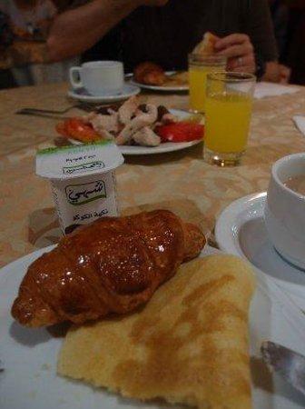 Hotel Fes Inn - Sodetel: 朝食のクロワッサンたち
