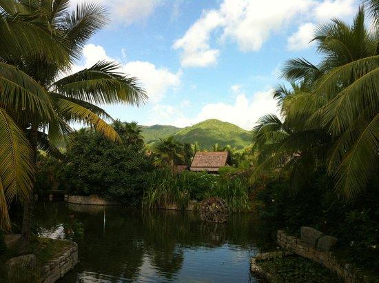 Pullman Sanya Yalong Bay Villas & Resort : outside the hotel