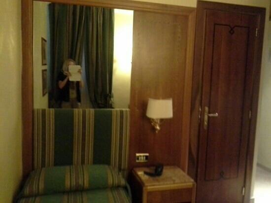 Hotel Archimede : номер в отеле