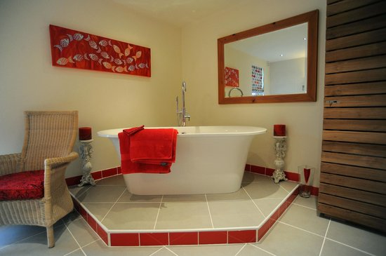 Sunswept Bed and Breakfast: Luxurious bathrooms.