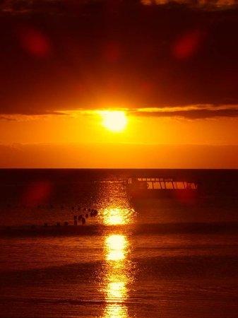 Green Island Resort: sundowner drinks on the beach