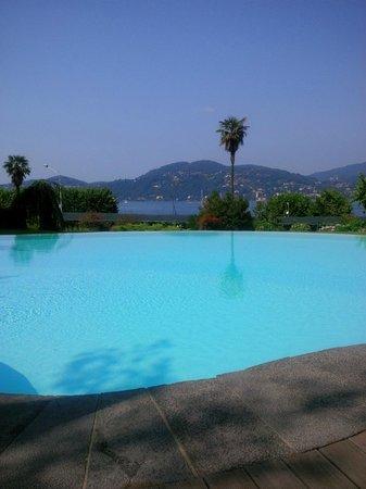 Il Sole Di Ranco : vista del lago dalla piscina