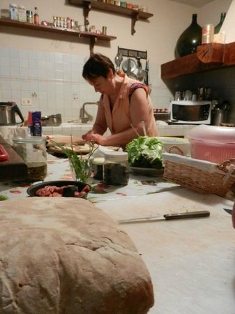 Locanda Cinciarella: La cuoca all'opera!