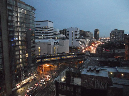 Adina Apartment Hotel Melbourne Northbank: Night Views