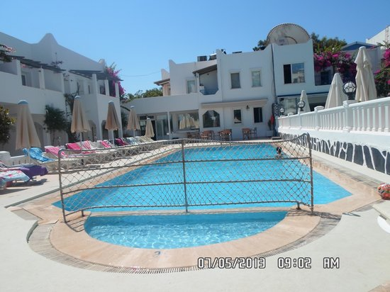 Seray Class Apartments: lovely pool in the morning