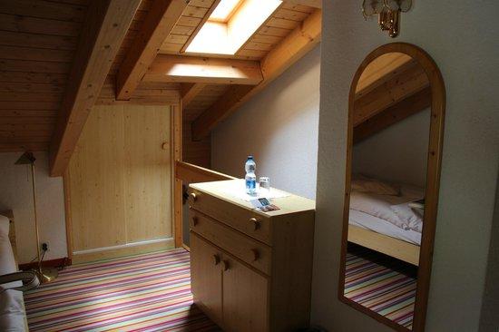 Hotel Daniela: 天窓のある部屋