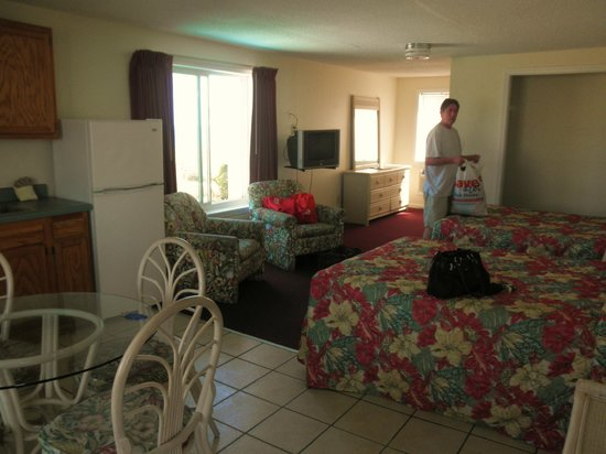 Dolphin Lane Motel: Oceanfront suite