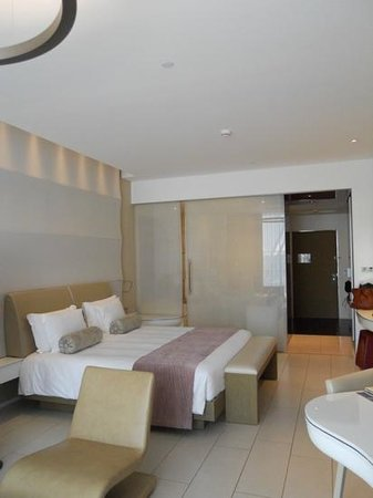 Yas Viceroy Abu Dhabi: bedroom