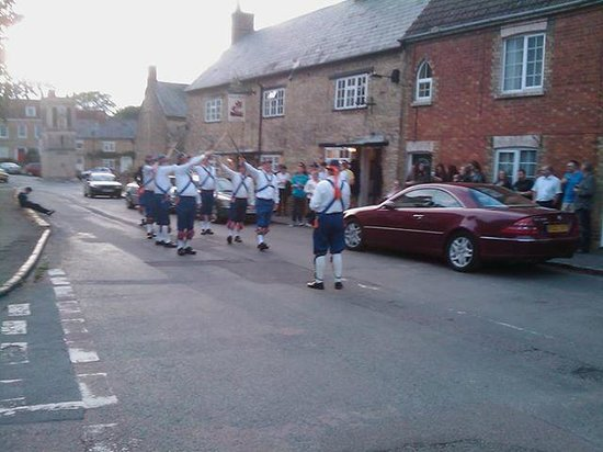 Bell & Bear: Bell and Bear with the Bedford Morris Men