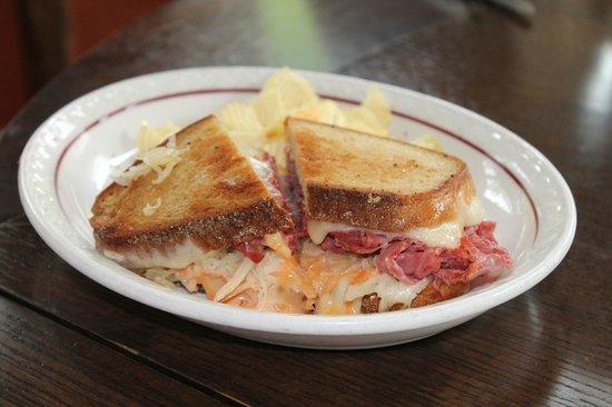 Wandering Moose Cafe: Reuben sandwich - big enough to fill up my husbond