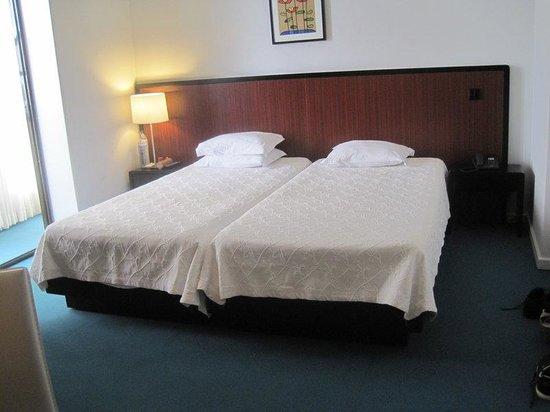 Hotel Torre Mar : Gästezimmer / Betten