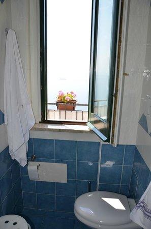 Hotel Doria: Blick vom Badezimmer aus