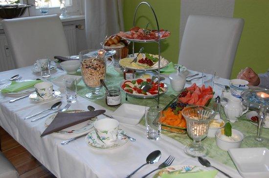 mittendrin: breakfast spread