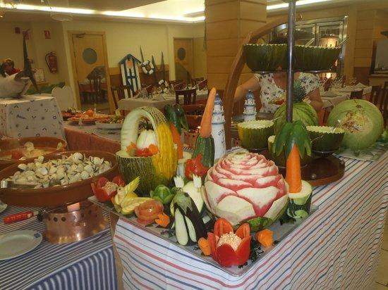 Hotel Kaktus Playa: see food aften vildt  flot udskæringer af div frugt grønsager