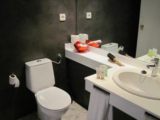 Ibiza Corso Hotel & Spa: Baño funcional pero espartano