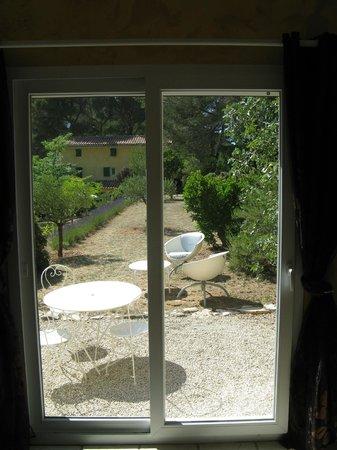 Le Mas des Aludes : Vista sul giardino