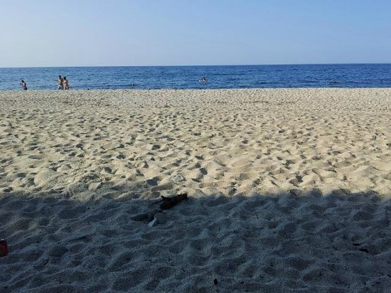 Hostel Katerina: after a 10 minutes walk you reach this beach - the foto was made on a sunday late afternoon !