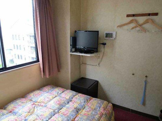 Hotel Ark Inn Tennen: 4  シングル客室(テレビと冷蔵庫)