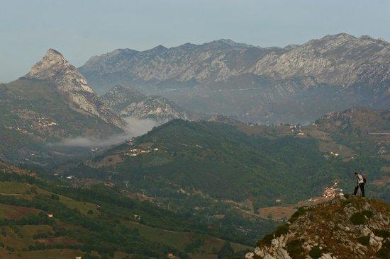 Penamellera Baja Municipality, España: Valle de Panes