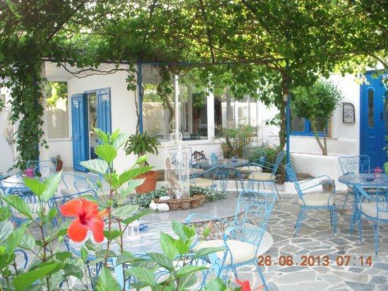Nathalie Hotel: Bar garden