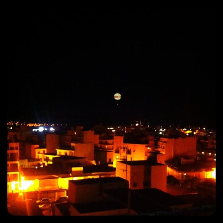 Hotel Brisa : View from our balcony at night
