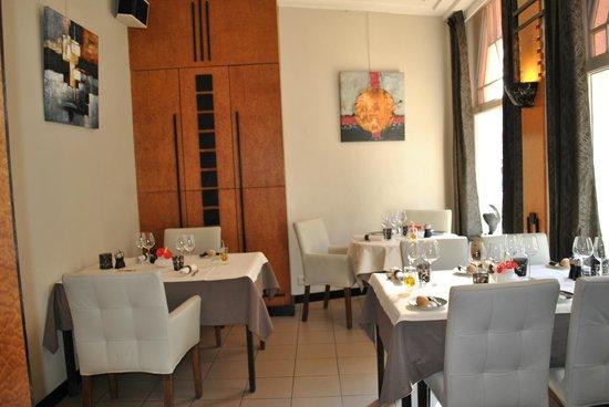 Photo of French Restaurant Le Flore at Duinkerkelaan 19, De Panne 8660, Belgium