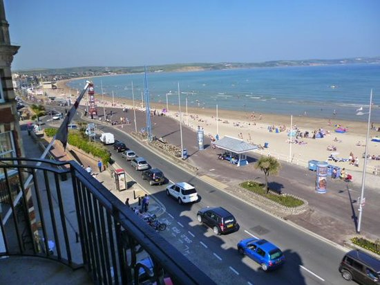 Bay Royal Weymouth Hotel : weymouth beach to left