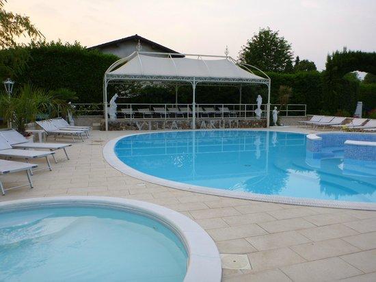 Villa garuti hotel reviews price comparison lake garda italy padenghe sul garda for Hotels in lake garda with swimming pool