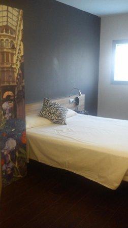 B&B Hotel Albacete: Vista parcial de la habitación